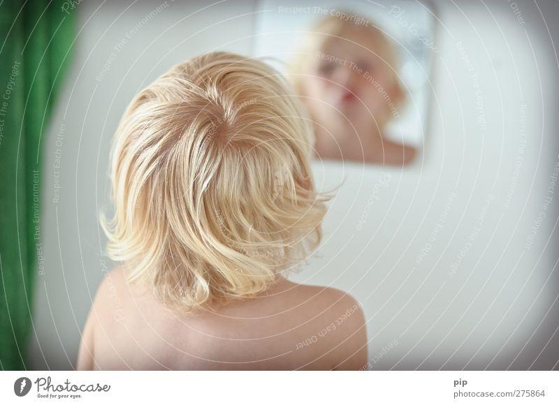 spiegel bild Mensch maskulin Kind Junge Kopf Haare & Frisuren Gesicht Rücken Schulter 1 1-3 Jahre Kleinkind Bad blond Locken Spiegel Blick Fröhlichkeit lustig