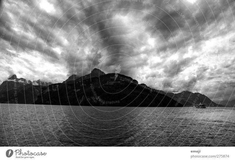 ein bisschen Hiddensee Himmel Natur Wasser Wolken Landschaft Umwelt dunkel Berge u. Gebirge See Felsen Wind Klima Hügel Seeufer Unwetter Klimawandel