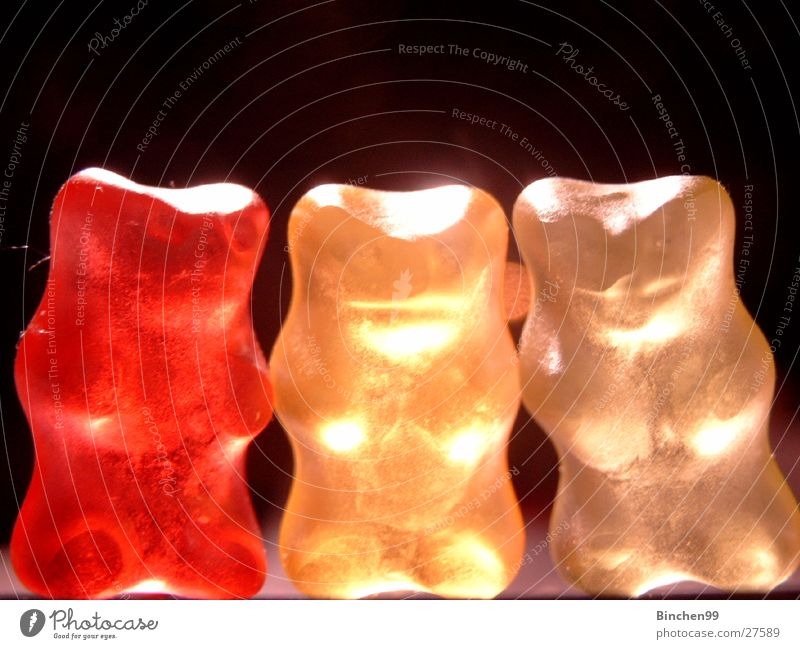 Die Drei von der Tankstelle Gummibärchen Süßwaren rot gelb weiß schwarz Licht 3 Bär