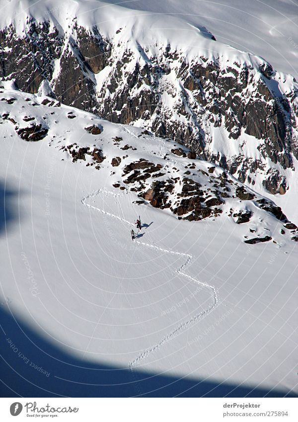 Schneewanderung Österreich Sport Wintersport Sportler wandern Skifahren Skipiste Mensch Erwachsene Leben 2 Natur Landschaft Felsen Berge u. Gebirge Gipfel