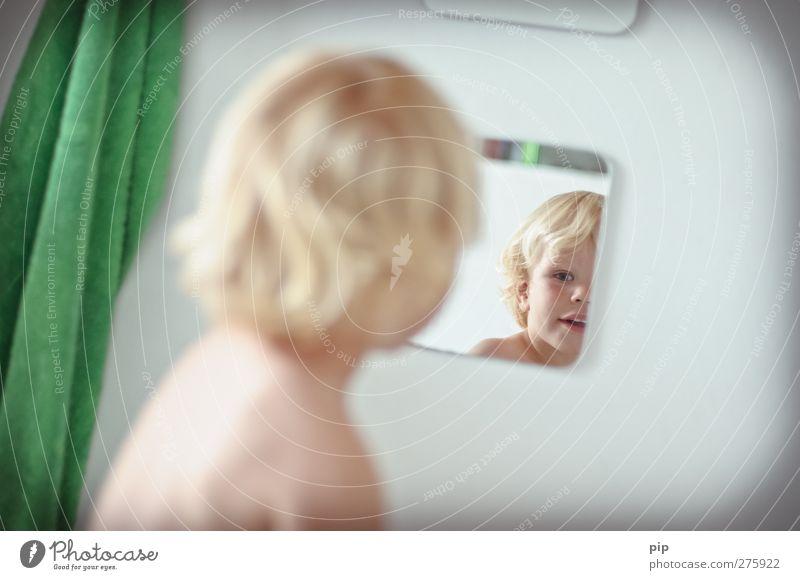 spiegel bild 2 Mensch Kind Gesicht Auge Spielen Junge Haare & Frisuren Glück Kopf lustig blond Rücken warten maskulin Fröhlichkeit niedlich