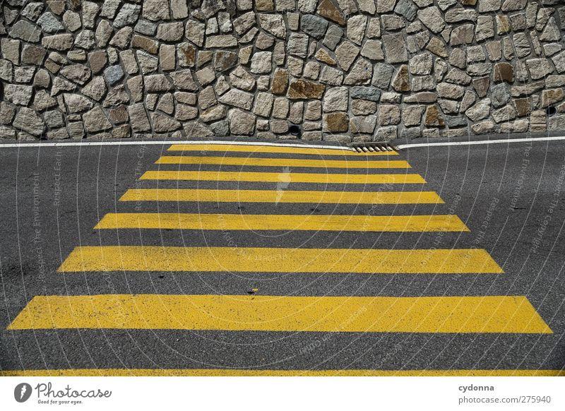 Wenns mal nicht weiter geht ... Stadt gelb Straße Wand Wege & Pfade Mauer Linie Schilder & Markierungen Design Streifen Hilfsbereitschaft planen Ziel Kreativität Idee Asphalt