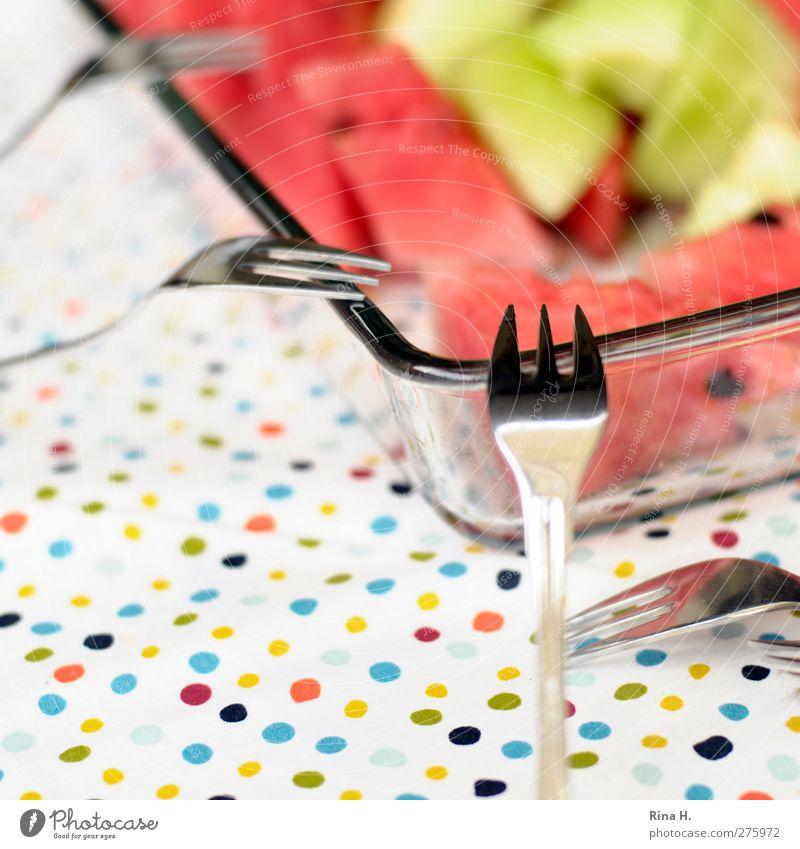 Erfrischung Frucht Melone Ernährung Geschirr Schalen & Schüsseln Besteck Gabel authentisch Gesundheit lecker saftig süß mehrfarbig Tischwäsche gepunktet Punkt