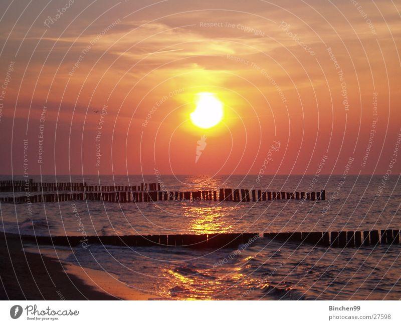 Sonne geht schlafen Meer Strand Sonnenuntergang Kühlungsborn Wasser Ostsee Abend Aussicht Sand
