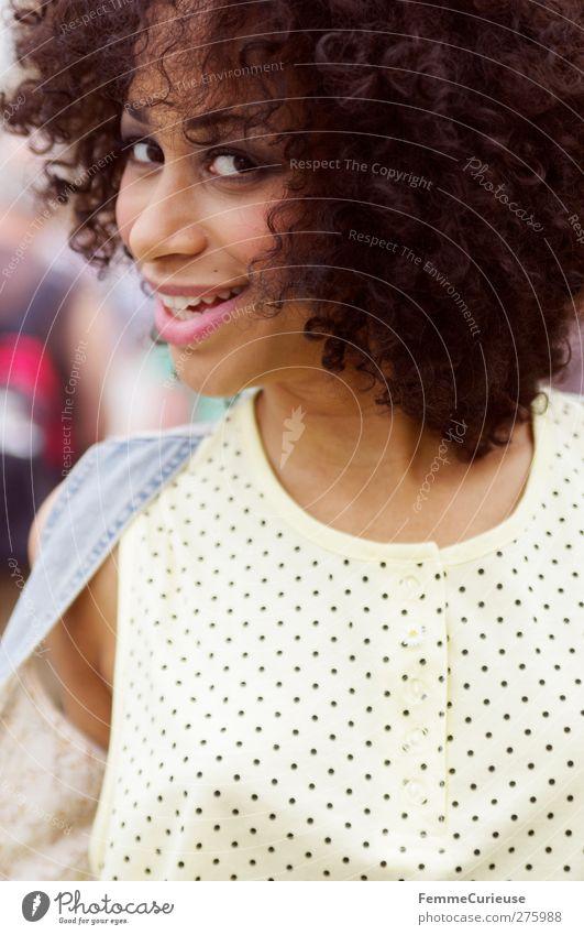 Just her (II). Mensch Frau Jugendliche schön Freude Erwachsene Erholung feminin Bewegung Junge Frau lachen Stil Tanzen Zufriedenheit 18-30 Jahre