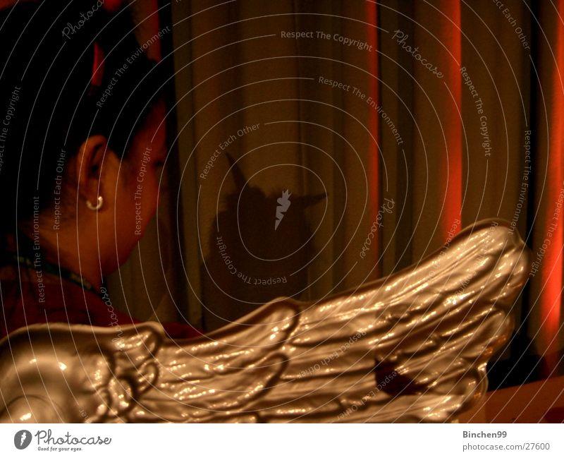 Engel/Teufel? Frau Mädchen Mensch Flügel Schatten Maske Rücken gold Horn