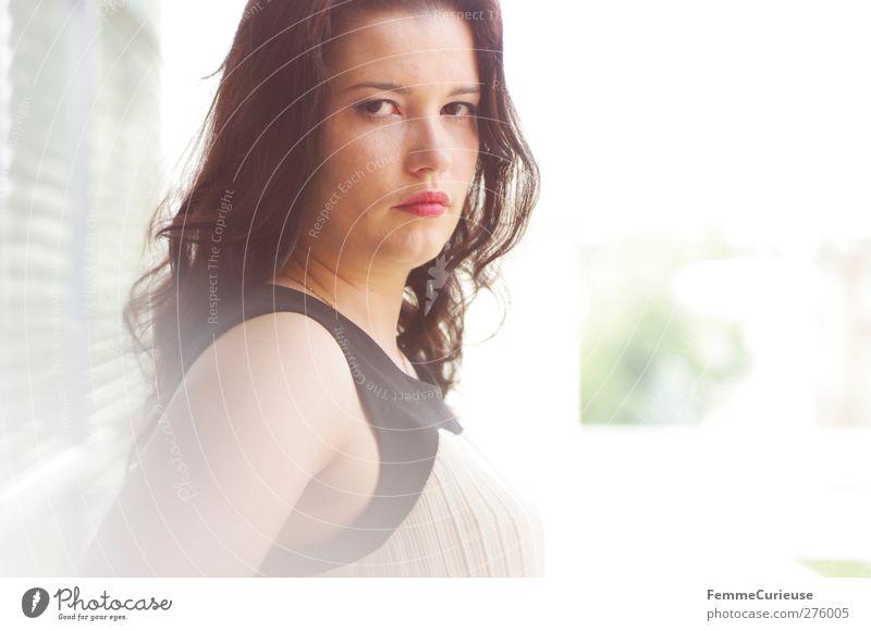 Entschlossen (II). Mensch Frau Jugendliche schön Erwachsene feminin Junge Frau Stil 18-30 Jahre Kraft elegant Erfolg ästhetisch Lifestyle einzigartig brünett