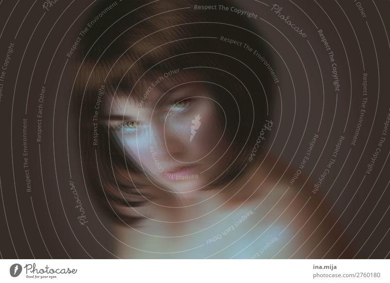 _ Mensch feminin Junge Frau Jugendliche Erwachsene Leben 1 18-30 Jahre 30-45 Jahre Haare & Frisuren schwarzhaarig kurzhaarig Perücke außergewöhnlich dunkel