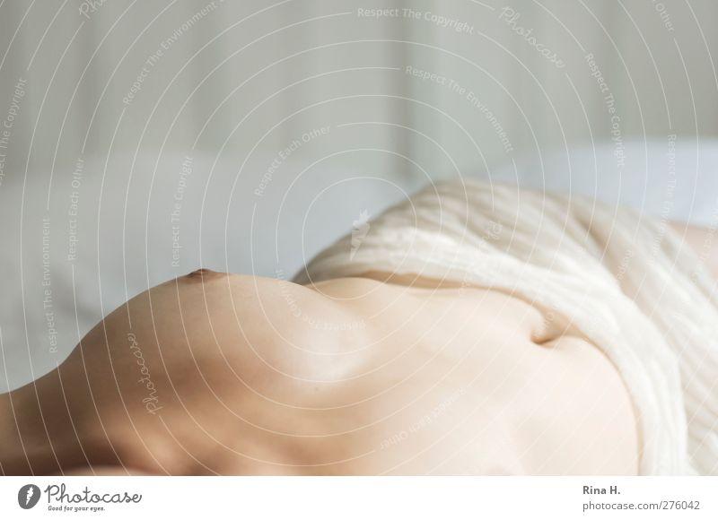 [500] Na und III ( soft ) schön Körper Haut Erholung ruhig Schlafzimmer feminin Frau Erwachsene 1 Mensch 30-45 Jahre liegen ästhetisch authentisch hell Erotik