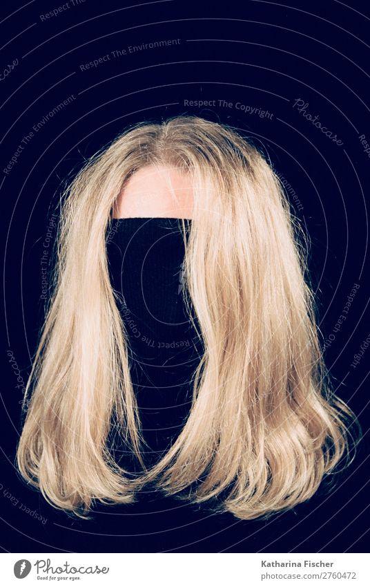 blonde Haare Kopf schwarzer Rollkragenpullover Stil außergewöhnlich Haare & Frisuren braun gold langhaarig Präsentation