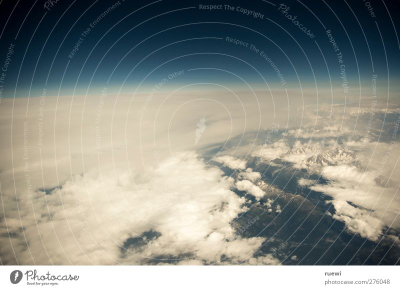 Das letzte Bild des Urlaubs Himmel Natur blau Ferien & Urlaub & Reisen weiß Sommer Wolken Ferne Umwelt Berge u. Gebirge Freiheit Luft Horizont Wetter Erde