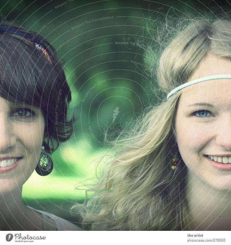 Seite an Seite Mensch feminin Junge Frau Jugendliche Erwachsene Kopf 2 Accessoire Ohrringe Haarband Haare & Frisuren brünett blond kurzhaarig langhaarig