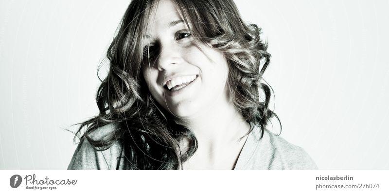 Montags Portrait 28 Mensch Jugendliche schön Freude Erwachsene Gesicht feminin Haare & Frisuren Junge Frau lachen Glück Zufriedenheit 18-30 Jahre natürlich
