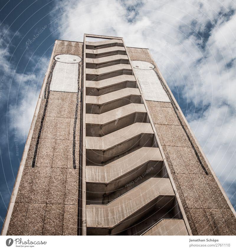 Hochhaus in Bristol Stadt Stadtzentrum Skyline bevölkert Haus Treppe Fassade Balkon ästhetisch außergewöhnlich Graffiti England Großbritannien Plattenbau hoch