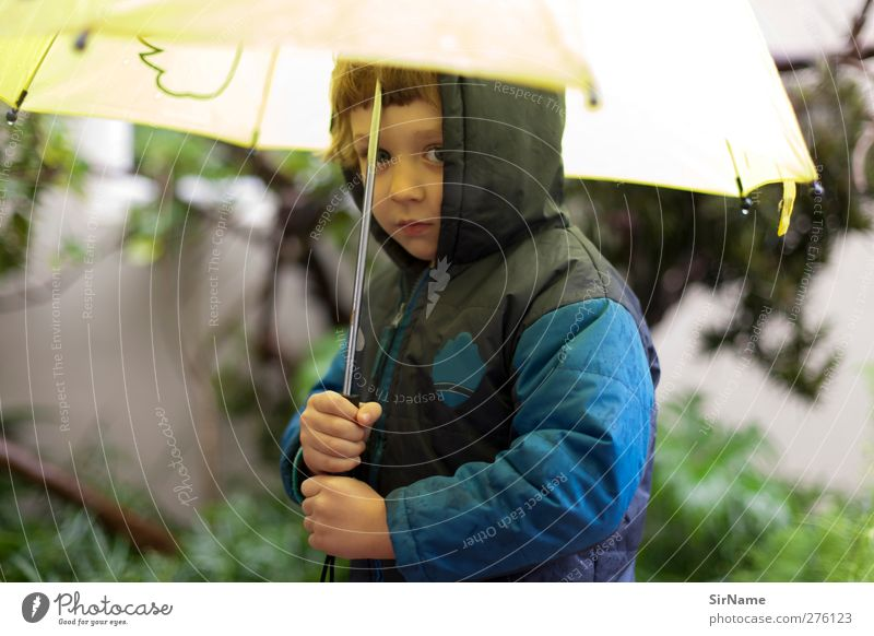 205 [winter] Mensch Kind blau schön Winter gelb Umwelt Leben Herbst Junge Garten gehen Regen Wetter Klima Kindheit