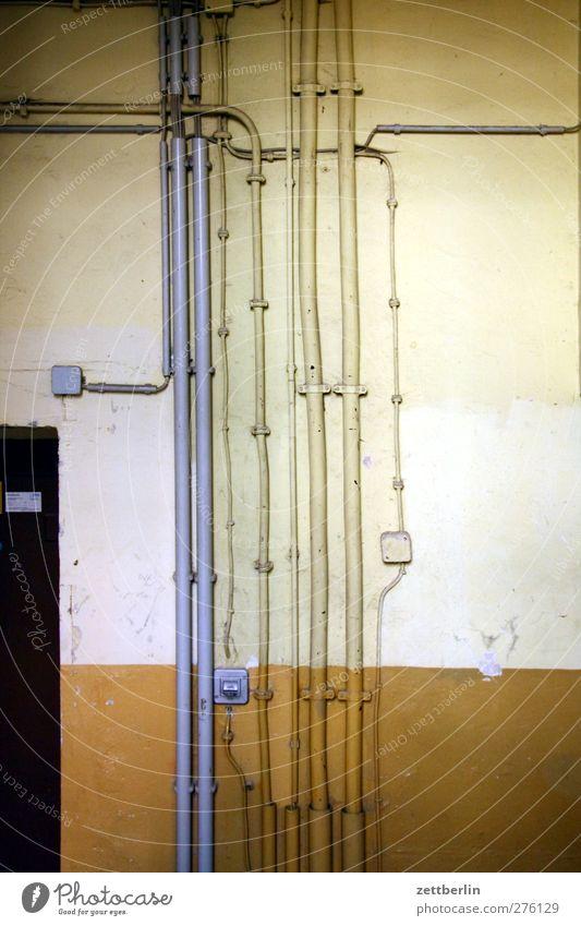 Strom Häusliches Leben Wohnung Hausbau Renovieren Umzug (Wohnungswechsel) einrichten Lampe Raum Baustelle Wirtschaft Handwerk Energiewirtschaft alt Kabelsalat