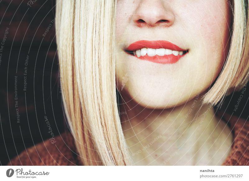Nahaufnahme einer sinnlichen blonden Frau Reichtum elegant Stil Glück Haare & Frisuren Haut Gesicht Schminke Lippenstift Wellness Wohlgefühl Mensch feminin