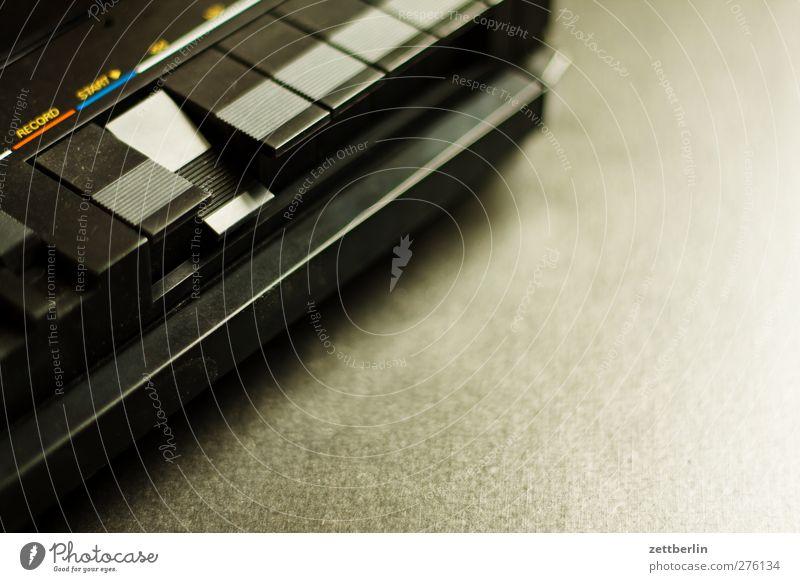 Start alt Spielen Stil Musik Wohnung Freizeit & Hobby elegant Design Häusliches Leben Lifestyle Medien Reichtum Musikkassette Unterhaltungselektronik Kassettenrekorder Musik hören