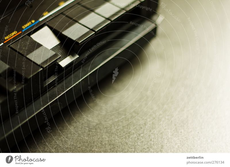 Start Lifestyle Reichtum elegant Stil Design Freizeit & Hobby Spielen Häusliches Leben Wohnung Musik Musik hören Medien alt aufnahme cassetterecorder kassetten