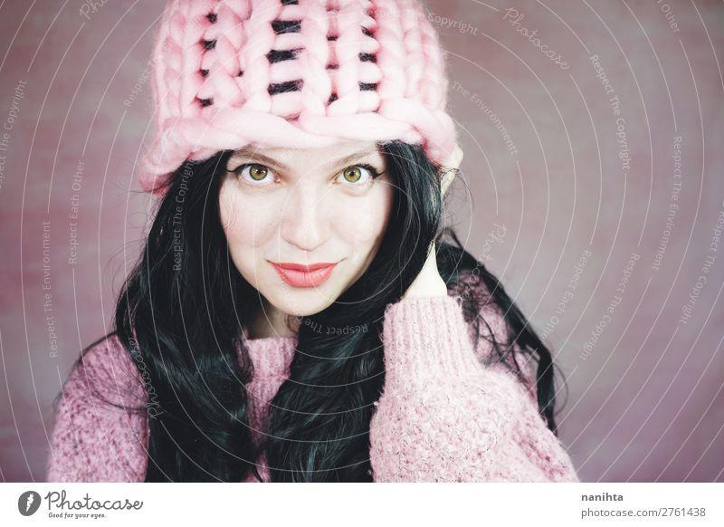 Schöne und ausdrucksstarke brünette Frau in rosa Stil Haare & Frisuren Haut Gesicht Kosmetik Schminke Mensch feminin Junge Frau Jugendliche Erwachsene 1