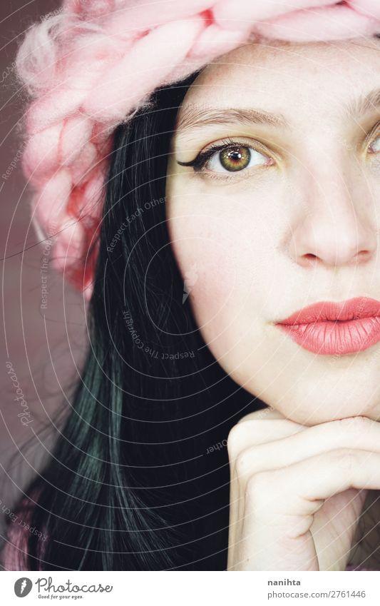 Schöne und ausdrucksstarke brünette Frau in rosa elegant Stil schön Haare & Frisuren Haut Gesicht Kosmetik Schminke Lippenstift Mensch feminin Erwachsene 1