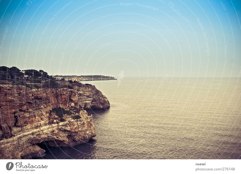 Lust auf Cliffdiving? Himmel Natur Ferien & Urlaub & Reisen blau Sommer Wasser Erholung Meer Ferne Küste Stein braun Freizeit & Hobby Luft ästhetisch Insel