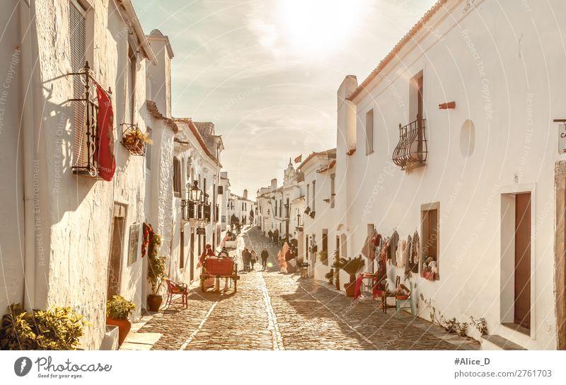 Mittelalterliches Dorf Monsaraz in Alentejo Portugal Ferien & Urlaub & Reisen Tourismus Winter Schönes Wetter Europa Kleinstadt Altstadt bevölkert Haus Fassade