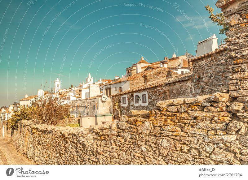 Mittelalterliches Dorf Monsaraz im Alentejo Portugal Ferien & Urlaub & Reisen Tourismus Winter Europa Kleinstadt Altstadt Haus Architektur Mauer Wand Fassade