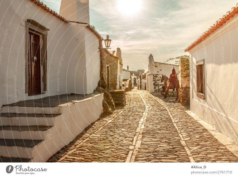 Mittelalterliches Dorf Monsaraz im Alentejo Portugal Ferien & Urlaub & Reisen Sightseeing Europa Kleinstadt Altstadt Menschenleer Haus Architektur Treppe