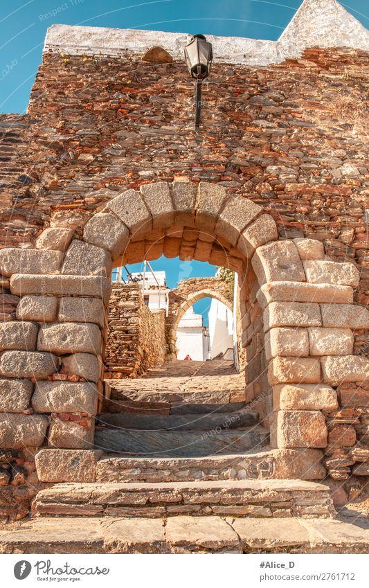 Mittelalterliches Dorf Monsaraz in Alentejo Portugal Ferien & Urlaub & Reisen Europa Kleinstadt Altstadt Burg oder Schloss Tor Mauer Wand Sehenswürdigkeit