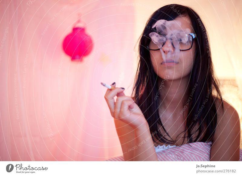 just blowin' smoke Lifestyle Stil Rauchen Rauschmittel Schlafzimmer Mensch feminin Junge Frau Jugendliche 1 18-30 Jahre Erwachsene Brille schwarzhaarig trashig