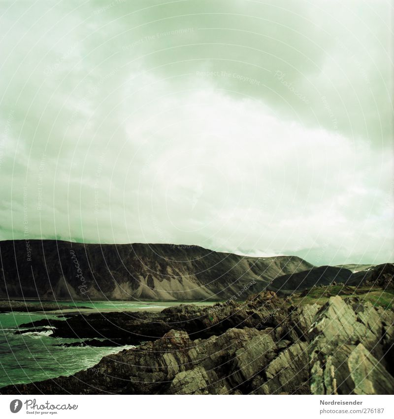 Endzeit Abenteuer Ferne Berge u. Gebirge Felsen Endzeitstimmung Farbfoto Gedeckte Farben Außenaufnahme Menschenleer Textfreiraum oben Kontrast