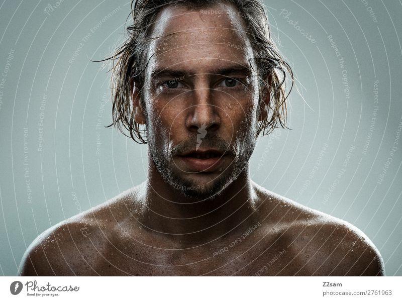 Portrait beim Duschen Lifestyle Stil schön Haut maskulin Junger Mann Jugendliche 30-45 Jahre Erwachsene blond langhaarig Fitness Blick Schwimmen & Baden Sport