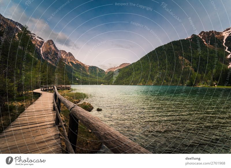 Steg zum Wandern, am See, mit Blick auf die Berge Panorama (Aussicht) Starke Tiefenschärfe Kontrast Schatten Licht Dämmerung Abend Tag Außenaufnahme
