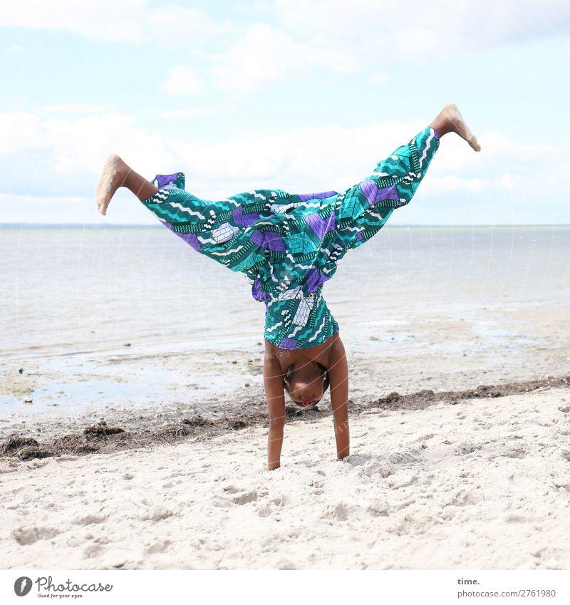 lust for life Sport Fitness Sport-Training Handstand feminin Mädchen 1 Mensch Sand Wasser Himmel Horizont Schönes Wetter Küste Ostsee Kleid Barfuß Bewegung