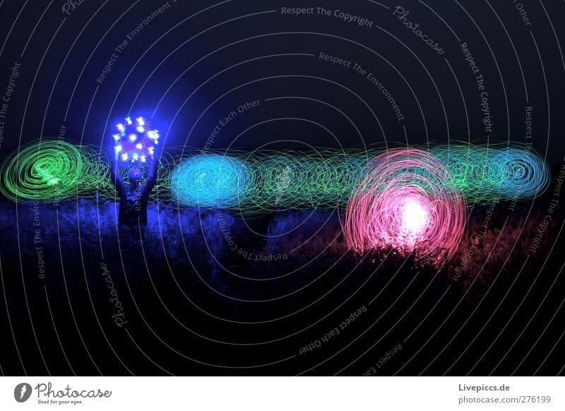 buntes Kornfeld 2 blau grün Kunst rosa leuchten drehen Spirale Lichtspiel Nachtaufnahme Farbenspiel Leuchtspur lichtvoll Lichtkreis Lichtkunst leuchtende Farben