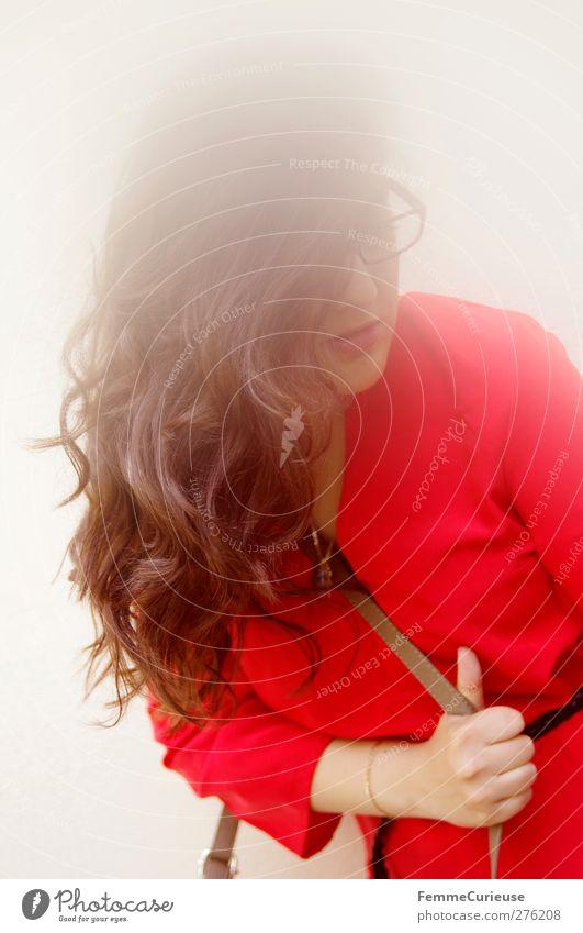 Rot ja rot sind alle meine Kleider. Mensch Frau Jugendliche schön Erwachsene feminin Junge Frau Haare & Frisuren Stil Mode braun 18-30 Jahre elegant modern