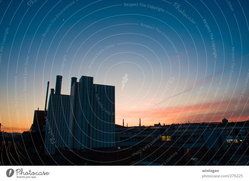 Werkhalle bei Sonnenuntergand blau Himmel (Jenseits) rot Wolken schwarz Arbeit & Erwerbstätigkeit Energiewirtschaft gold Industrie Baustelle