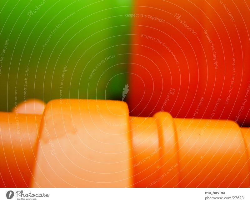 fantastic plastic /1 Spielzeug grün Makroaufnahme Freizeit & Hobby Statue orange