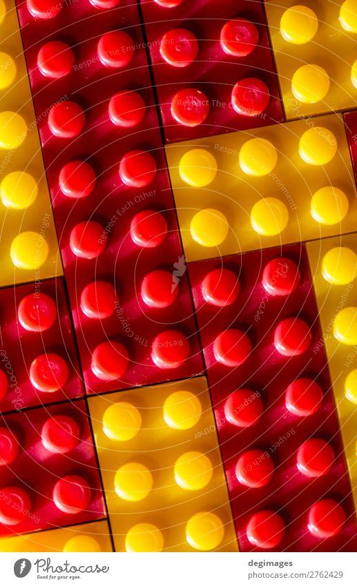 Kind Farbe rot Freude gelb Gebäude Spielen Menschengruppe Design Freizeit & Hobby Kindheit Aktion Kreativität Kunststoff Spielzeug Backstein