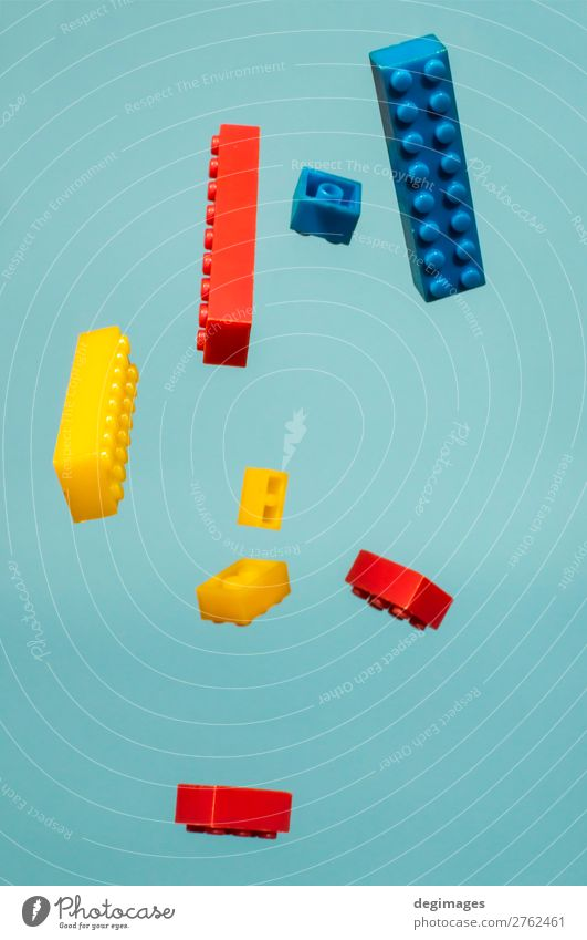 Kind blau Farbe Bewegung Spielen Design Kindheit Kunststoff Spielzeug Backstein fliegend Entwurf bauen Konsistenz LEGO