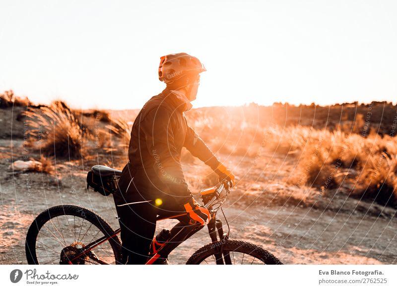 Mensch Himmel Natur Jugendliche Mann Sommer Junger Mann Landschaft rot Sonne Erholung Freude Winter Berge u. Gebirge schwarz 18-30 Jahre