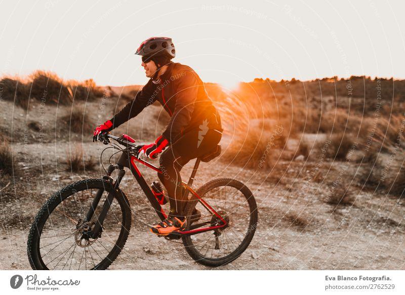Mensch Himmel Natur Jugendliche Mann Sommer Junger Mann Landschaft rot Sonne Erholung Wald Winter Berge u. Gebirge schwarz 18-30 Jahre