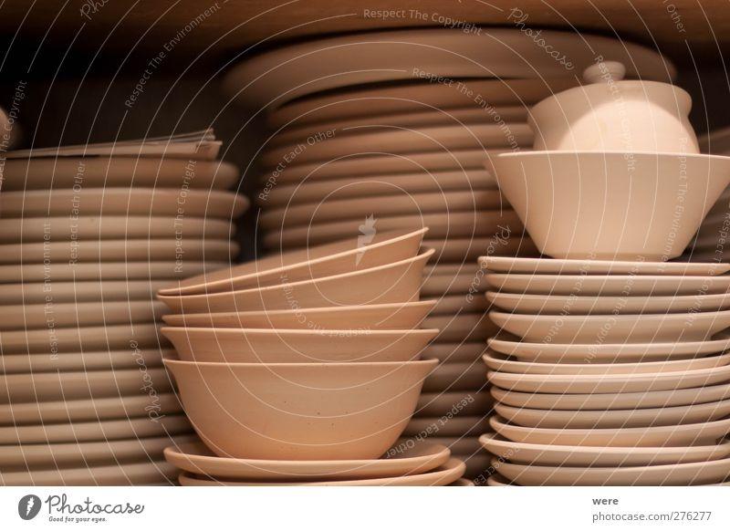 Rohbrand Innenarchitektur braun Arbeit & Erwerbstätigkeit Häusliches Leben Küche Beruf Geschirr Werkstatt Teller Handwerk Handwerker Regal Keramik Töpferei