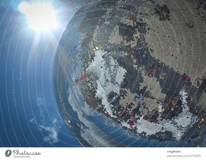 Erde an Major Tom... Himmel Sonne Sonnenlicht Schönes Wetter hell blau bizarr Discokugel Raster Kugel Reflexion & Spiegelung Lichteffekt Himmelskörper & Weltall