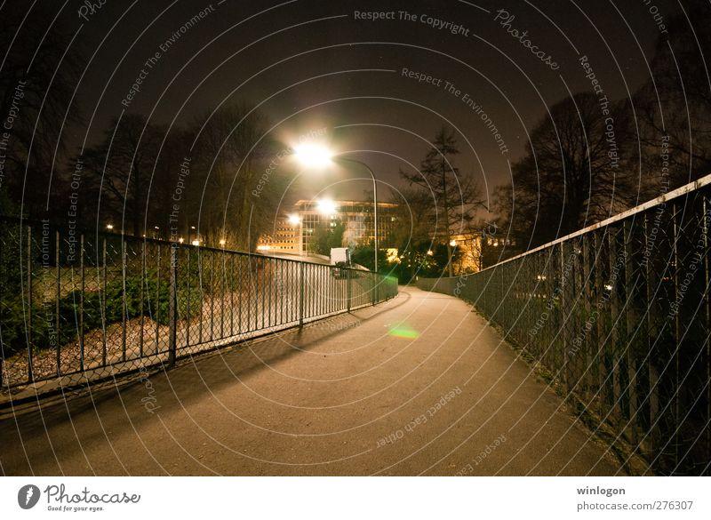 Nächtliche Brücke Ferien & Urlaub & Reisen Stadt Einsamkeit schwarz Haus Ferne Straße Wege & Pfade Architektur grau PKW Horizont Park Zeit braun gehen