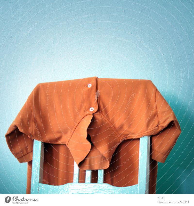 poloshirt Mode T-Shirt Hemd elegant trashig blau orange Bekleidung Niederlande Knöpfe Komplementärfarbe Gegenteil Farbenwelt Farbfoto mehrfarbig Innenaufnahme