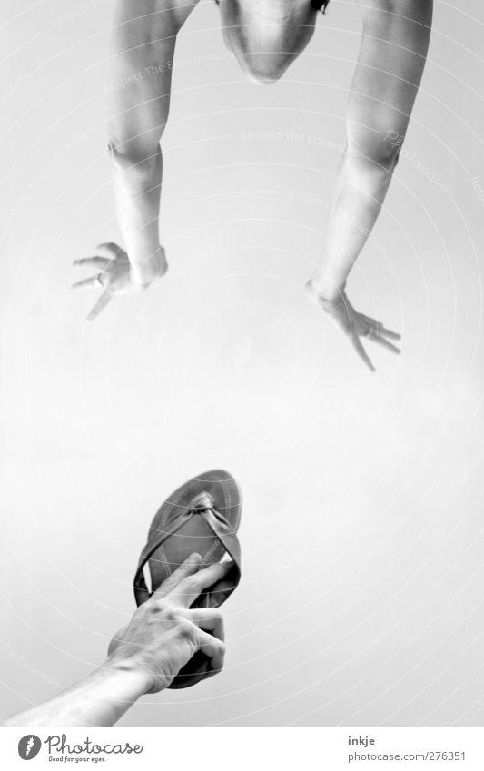 Gib uns ein Zeichen!!! Mensch Hand Freude Leben Bewegung Spielen fliegen Zusammensein Freundschaft springen Freizeit & Hobby Erfolg Arme hoch Idee fallen