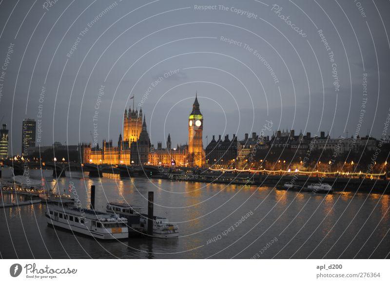 An der Themse elegant Ferien & Urlaub & Reisen Tourismus Sightseeing Städtereise Nachtleben London Stadt Hauptstadt Altstadt Menschenleer Haus Palast
