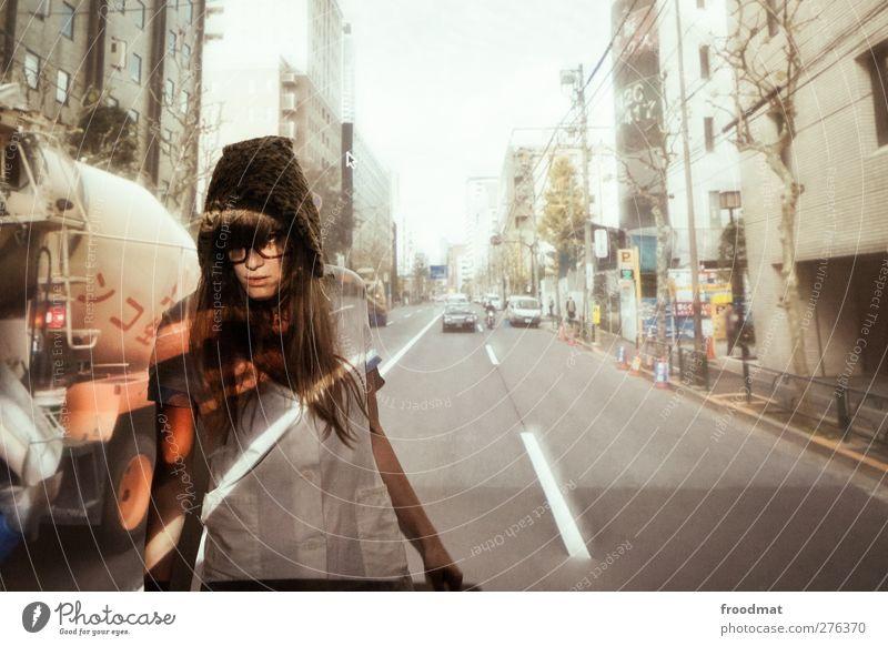 streetview Mensch Frau Jugendliche Erwachsene Straße feminin Junge Frau blond Verkehr Tourismus gefährlich einzigartig Neugier Sehnsucht Mütze Mut